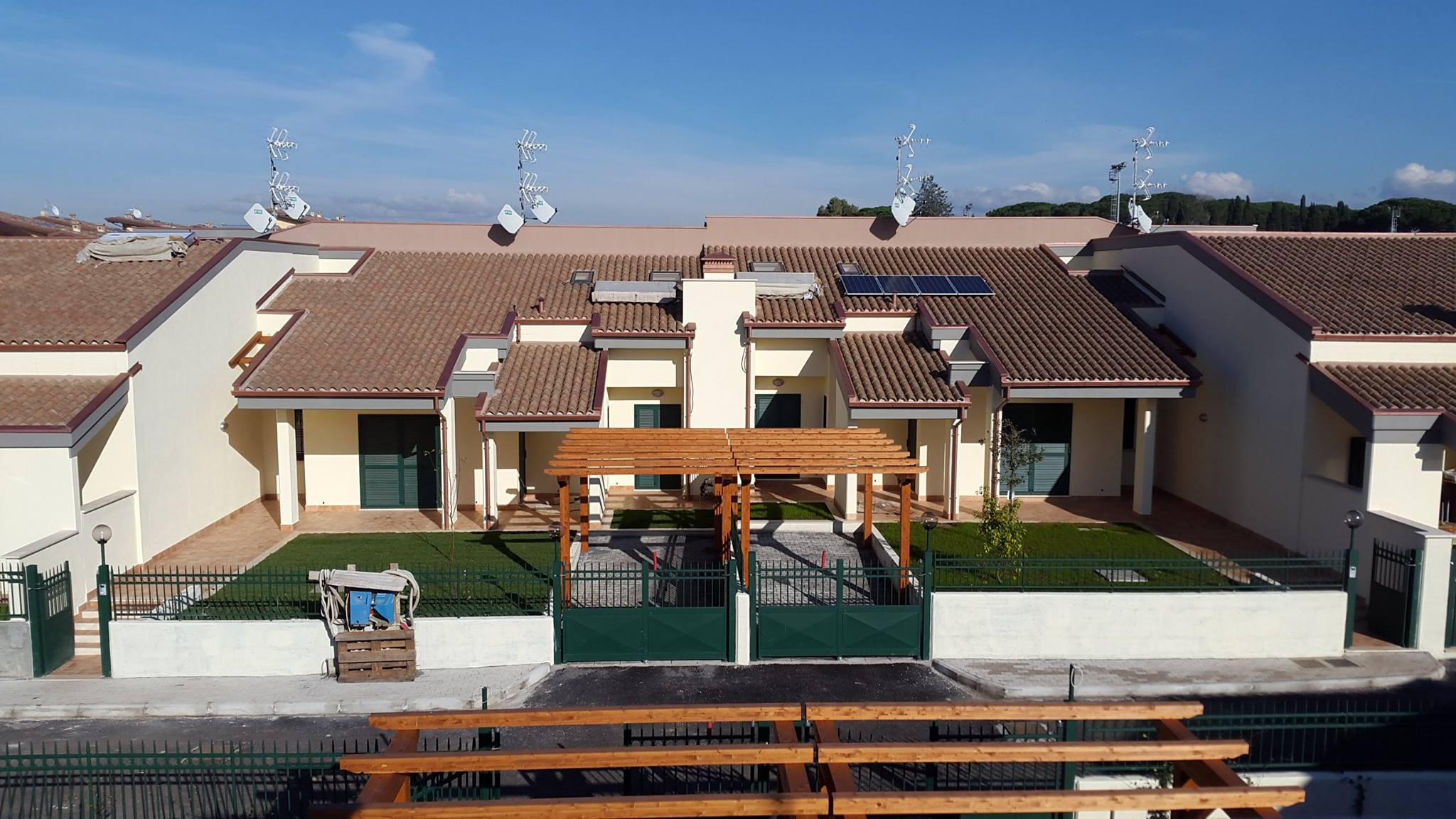 Frascati ville classe a carlini immobiliare for 3 camere da letto 2 bagni piani ranch