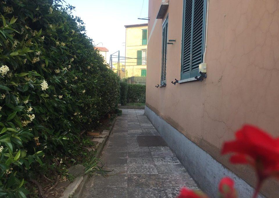 foto mamma giardino lato